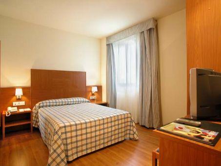 Hotel noain pamplona en no in navarra for Habitaciones comunicadas